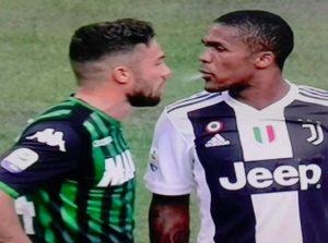 Douglas Costa sputo a Di Francesco, ora rischia la stangata dopo l'espulsione