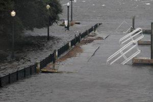 Uragano Florence si abbatte sul North Carolina: almeno 4 morti, 460mila case senza luce 02