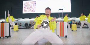Heathrow, addetti ai bagagli omaggiano Freddie Mercury