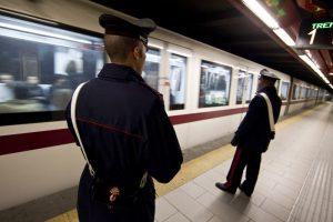 Roma: prete settantenne arrestato. Palpeggiata pesantemente signora in metro