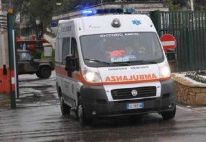 Milano, donna precipita per 10 piani nella tromba delle scale dell'ospedale San Carlo. Ipotesi suicidio (foto d'archivio Ansa)