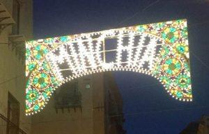 """Palermo, brilla sulla luminaria della Biennale la scritta """"minchia"""". Arte o volgarità?"""