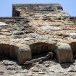 Sassi staccati dalle mura del Passetto a Roma