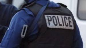 Bruxelles, poliziotto accoltellato in un parco. Agenti sparano e feriscono aggressore