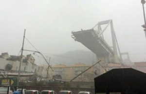 Ponte Morandi, la Guardia di Finanza consegna ai pm una black list con 60 nomi (foto Ansa)