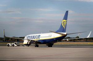 Ryanair nel mirino dell'Antitrust per il bagaglio a mano a pagamento