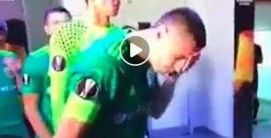 Chesnakov in Arsenal-Vorskla: si sputa sulla mano e si lava la faccia. Poi segna