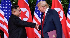 """Donald Trump: """"Io e Kim Jong-un ci siamo innamorati. Mi ha scritto belle lettere"""""""