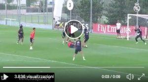 Real Madrid, Vinicius gol in rovesciata durante l'allenamento