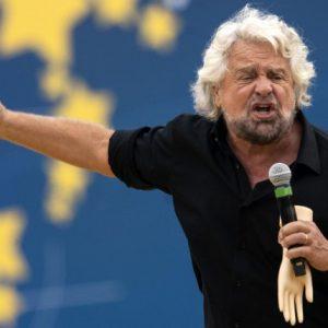 """Beppe Grillo: """"Macron? Un bambino violentato da un'anziana"""" VIDEO"""