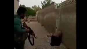 """Siria, uccide la sorella a fucilate: """"Ha macchiato l'onore della famiglia"""" VIDEO"""