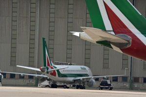 Alitalia a Tesoro e Fs. Tria frena, Di Maio: E' nel contratto, ora rilancio