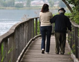 Operatori d'aiuto: l'aiuto agli anziani soli grazie a Professione Famiglia