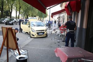 Brescia: l'ultimo caffè di Lina, travolta da un'auto ai tavolini del bar sotto casa