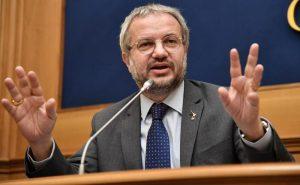 """Spread, la miccia. Borghi: """"Con una sua moneta l'Italia risolverebbe i suoi problemi"""""""