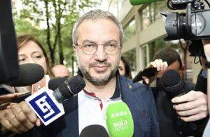 """Reddito di cittadinanza, Borghi (Lega): """"Utilizzarlo solo per l'acquisto di prodotti italiani"""" (foto Ansa)"""