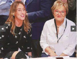 Maria Elena Boschi e la polemica sugli stivali a mezza coscia alla Leopolda