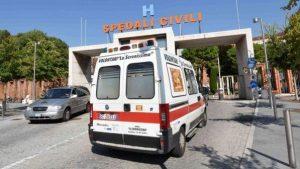 Brescia, auto piomba sui tavolini di un bar: morta una donna di 45 anni