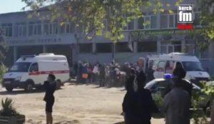 Strage di studenti, terrore anti-Putin. Commando attacca università in Crimea (foto Ansa)