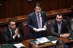 I vicepremier Luigi Di Maio e Matteo Salvini con il premier Conte