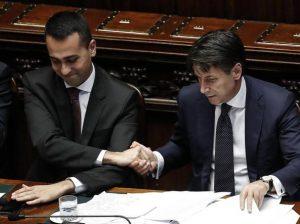 Italia sul baratro: uscirà da Euro e Europa? O il Popolo pagherà le multe? Nella foto: Luigi DI Maio e Giuseppe Conte,