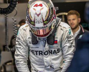 """Lewis Hamilton dedica il titolo al nonno morto: """"Spero di diventare come lui"""" (foto Ansa)"""