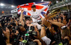 Formula 1, Hamilton nella leggenda: cinque titoli mondiali come Fangio