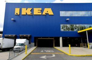Ikea, sbagliano a pagare alle casse self-service: padre e figlia in carcere