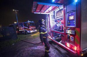 Roma, incendio in un appartamento all'Eur: muore 79enne (foto Ansa)