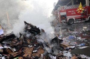 Milano, incendio in discarica quasi spento. Ma i cittadini hanno ancora paura