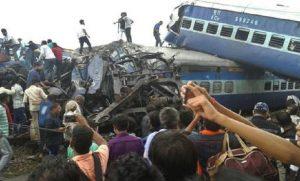 India, treno deraglia all'ingresso della stazione: almeno cinque morti (foto d'archivio Ansa)