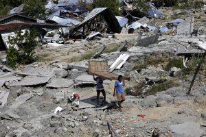 Indonesia, assalti ai negozi dopo lo tsunami e il terremoto