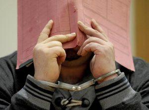 Germania, l'infermiere killer confessa. 100 pazienti uccisi: movente noia e vanità