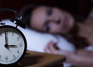 Insonnia, le 8 regole del guru del sonno per dormire come bimbi
