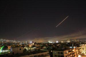 """Iran lancia missili sulla Siria: """"Morte all'America"""", """"Morte a Israele"""""""