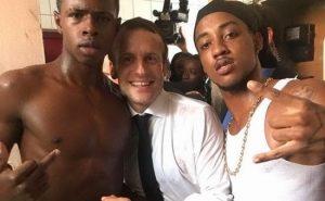 Macron, FOTO con il ragazzo che fa il dito medio6