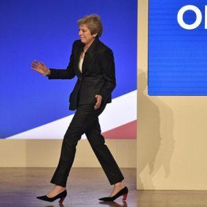 """Brexit, """"Mamma mia"""": il cantante degli Abba evoca la Grande depressione, Theresa May ci balla sopra"""