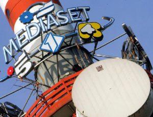 Mediaset perde 1 milione di spettatori: giù Canale 5 (-600mila). Rai1 e La7 guadagnano (foto Ansa)