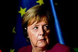 Merkel lascia la presidenza Cdu dopo la batosta alle elezioni in Assia. Ma resta cancelliera