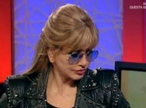 """Milly Carlucci: """"Ho una malattia rara. Non posso prendere il sole"""""""