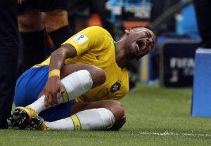 Neymar e Bruna Marquezine si sono lasciati. Colpa delle elezioni in Brasile? Lei smentisce (foto Ansa)