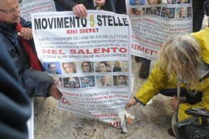 No Tap bruciano in Salento foto parlamentari M5s