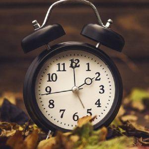 """L'ora solare torna il 28 ottobre. Terna: """"Con l'ora legale risparmiati 111 milioni di euro"""" (foto Ansa)"""