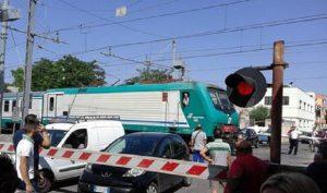 Acerra, auto contro passaggio a livello: treni saltati e ritardi sulla Napoli-Caserta (foto d'archivio Ansa)