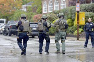 Pittsburgh, spari in Sinagoga: il momento in cui la polizia blinda la zona VIDEO