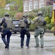 Pittsburgh, uomo armato entra in sinagoga e spara sulla folla: 8 morti 01
