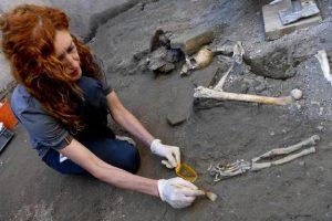 Pompei, 5 scheletri rifugiati in una stanza: trovati nella Casa dell'Iscrizione che ha cambiato la storia