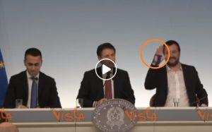 Manina, pantomima in Cdm tra le battute di Salvini e la supercazzola di Conte VIDEO