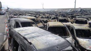Porto di Savona. Mille auto a fuoco per la mareggiata: il cortocircuito tra onde e batterie