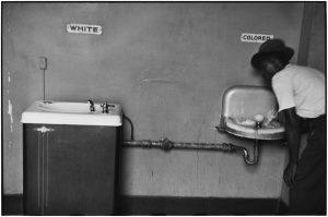 """Trento. """"Sei di colore, vai in fondo"""": giovane africano costretto a cambiare posto sul pulman"""